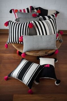Diy Cushion Covers, Cushion Cover Designs, Pillow Covers, Bow Pillows, Sewing Pillows, Burlap Pillows, Diy Home Crafts, Diy Home Decor, Painted Furniture