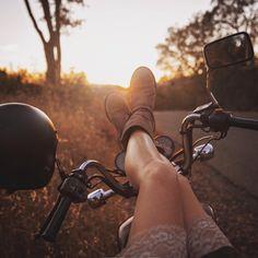 #caferacergirl #bikergirls #motorcyclesgirls #chicasmoteras | caferacerpasion.com