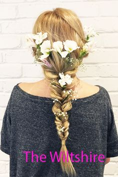 We try out the first fresh flower blow-dry menu at aer blow-dry bar #bridalhair #flowers #weddinghair #bridesmaids