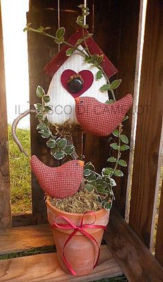 Macetero-with a few changes this would look cute on my porch for the ~ Je suis d'accord. Valentine Decorations, Valentine Crafts, Easter Crafts, Holiday Crafts, Christmas Decorations, Christmas Ornaments, Holiday Decor, Prim Christmas, Bird Crafts
