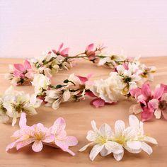 Coroa de flores, bun wrap e presilha de flor! <3 #casamento #coroadeflores #flowercrown #presilhadeflor #flordecabelo #acessoriosfemininos #bunwrap #bunholder