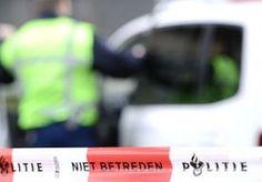 26-Aug-2014 10:28 - 'ZOON STOPT MA EN HONDEN IN VRIESKIST'. De bizarre moord op een 66-jarige vrouw in Aalst krijgt een luguber staartje. Het lichaam van de vrouw werd begin augustus aangetroffen in een vrieskist in haar huis. Bronnen rond het onderzoek vertelden aan  Omroep Brabant  dat de vrouw in foetushouding lag.