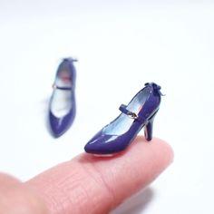指に載せて写真撮るって難しい…けど撮りたくなる指乗せ写真 #ミニチュア #ミニチュアシューズ #ミニチュア靴 #miniature #miniatureshoes #ドールハウス#ハイヒール #パンプス