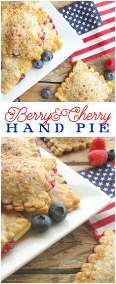 Berry hand pie recipe, yum! Great 4th of July dessert! Easy patriotic treat! Yummy berry pie recipe, mm!