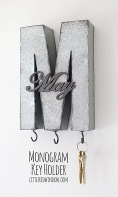 Make your own monogrammed DIY key holder and never misplace your keys again !