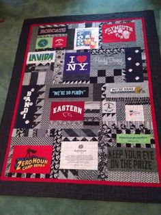 T-Shirt Quilt Ideas: 6 Tips for Out-of-the-Box T-Shirt Quilts 2019 Make your T-shirt quilt extra special with these out-of-the-box ideas. The post T-Shirt Quilt Ideas: 6 Tips for Out-of-the-Box T-Shirt Quilts 2019 appeared first on Quilt Decor. T-shirt Quilts, Panel Quilts, Quilt Blocks, Baby Quilts, Jersey Quilt, Quilting Projects, Quilting Designs, Sewing Projects, Quilting Ideas