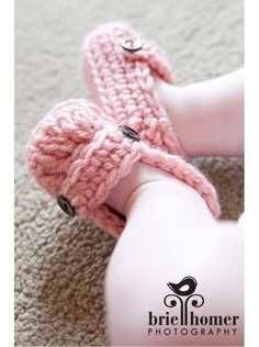 crochet baby shoes...oh gosh, maybe I need to learn how to crochet again...or just get @Emily Lentz to learn this? :)