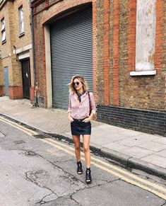 Don't forget to have a look on my last blog post (link in bio) // wearing #chloe sandals from @monnierfreres #lesfillesmonnier Look Rock, Vanity Fair, Spring Summer Fashion, Winter Fashion, Spring Style, Winter Style, Look Jean, Jean Mini Skirts, Work Looks