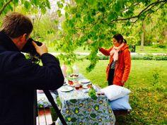 Fotografen Gunnar Nydrén in action plåtar IM Fair Trades sommar-sortiment 2014.
