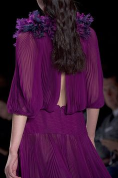 Mendel Ready To Wear Spring 2013 detail purple Mode Purple, Purple Love, Purple Lilac, All Things Purple, Shades Of Purple, Lavender Blue, Deep Purple, Purple Fashion, Love Fashion