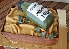 Caixa de madeira com garrafa.  Bolo de chocolate com limon curd e bolo de natas com creme de chocolate