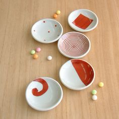 赤絵豆皿セット Chopstick Rest, Chinese Patterns, Sushi Recipes, Japan Design, Japanese Ceramics, Plates And Bowls, Ceramic Plates, Fine China, Dinnerware