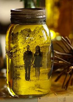 Vintage Pictures in Mason Jars http://www.handimania.com/diy/vintage-pictures-in-mason-jars.html