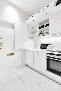 Dulap ca și perete despărțitor între living și bucătărie într-o garsonieră de 25 m² Jurnal de design interior
