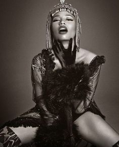 Nicki Minaj unleashed a fierce editorial for VOGUE Italia. The photos, shot by Francesco Carrozzini, are set for the December 2014 issue and she looks absolutely fabulous! Get into the shots below!...