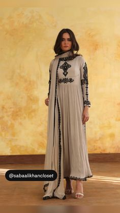 Pakistani Fancy Dresses, Party Wear Indian Dresses, Pakistani Fashion Party Wear, Designer Party Wear Dresses, Indian Fashion Dresses, Pakistani Dress Design, Indian Designer Outfits, Pakistani Outfits, Indian Outfits