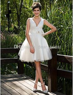 Discount 2014 Ball Gown V-neck Knee-length Tulle Wedding Dress Illusion White / Ivory Size 2-4-6-8-10-12-14-16 Online with $121.47/Piece   DHgate