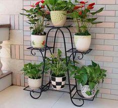 Cool Plant Stand Design Ideas for Indoor Houseplant 38 - Rockindeco Garden Deco, Garden Art, Garden Design, House Plants Decor, Plant Decor, Diy Plant Stand, Plant Stands, Metal Plant Stand, Wrought Iron Decor