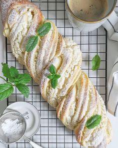 """Polubienia: 1,741, komentarze: 119 – Daily life by eM (@em_trzy) na Instagramie: """"Turbomegapycha! Po prostu 😉 ... A do tego tak pięknie pachnie i wygląda, no nic tylko piec!…"""" Bread, Ethnic Recipes, Desserts, Food, Tailgate Desserts, Deserts, Brot, Essen, Postres"""