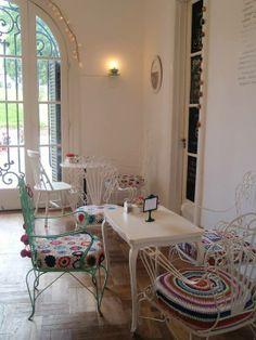Amelie Petit Cafe es en Rosario, Argentina. Tu puede sentarse y disfrutar de la tienda.