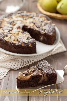 Torta di pere cioccolato e mandorle morbida Pear, almond, and chocolate cake (in Italian)