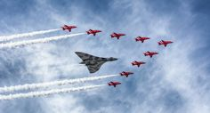 https://flic.kr/p/z7M6oB | XH558 's (The Vulcan) last flight with the RAF Red Arrows | It was an emotional display at Southport Air show 2015. So sad to see her go and there were many grown men welling up!