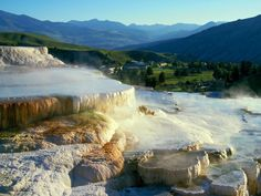 minerva-terrace-mammoth-hot-springs-yellowstone-national-park