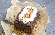 Rezept für einen Zucchini: Schokoladen Walnuss Kuchen, die perfekte Verwertung der Zucchinischwemme im Garten. Mit wenig Zucker.