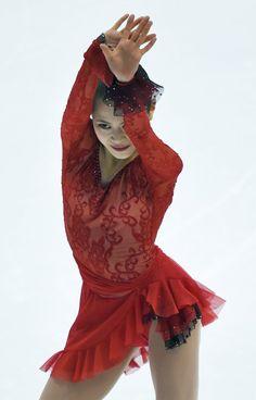 女子SPで演技する宮原知子=真駒内セキスイハイムアイスアリーナで2015年12月26日、手塚耕一郎撮影