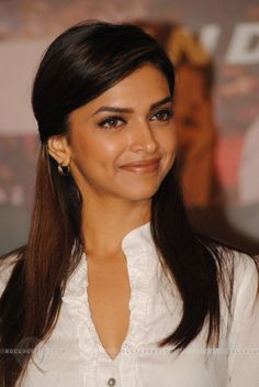 All Time Best Hairstyles of Deepika Padukone- Deepika Padukone has made her place in the Bollywood industry in a very short period of time. This sensational diva has made her own niche in the Bollywood industry. Deepika Padukone Hair, Kareena Kapoor, Priyanka Chopra, Bollywood Celebrities, Bollywood Actress, Deepika Hairstyles, Wedding Hairstyles, Cool Hairstyles, Dipika Padukone
