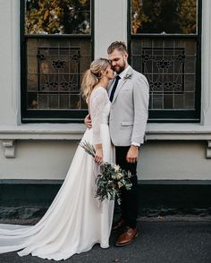 4,572 mentions J'aime, 26 commentaires – Wedding Dresses (@weddingdressesofficial) sur Instagram : « It doesn't get better than this ✨ Swooning over the train of this dress and photo captured by… »