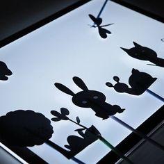 Hoy el teatro de Hop'Toys abre sus puertas, pero no es un teatro cualquiera, sino que es con sombras chinas! 🏛 ¿Qué os parece la idea? 😊 En él damos rienda suelta a la imaginación, trabajamos la motricidad fina, la escucha activa... y nos lo pasamos de maravilla! Os explicamos cómo hacerlo enhttps://goo.gl/RnkbJI #fanhoptoys #teatrosombras #actividades #niños