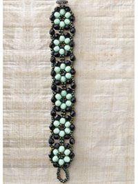 Similar Patterns Links: http://www.perles-et-loisirs.com/schema-bracelet-intimite.htm ... http://kandiwerk.yolasite.com/daisy-chain-bracelet.php