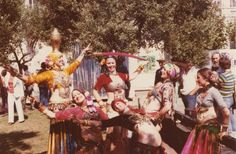 Foto inspiradora! Masha Archer (choli amarilla) y the San Francisco Classic Dance Troupe. La hermosa dama de la derecha…Carolina Nericcio muy jovencita!