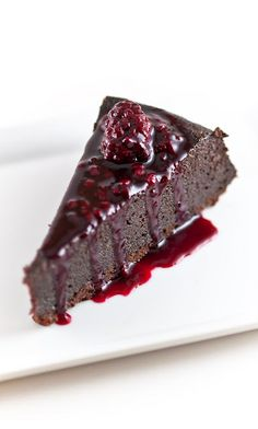 Desserts for Breakfast: David Lebovitz's Chocolate Orbit Cake (with Blackberry-Cassis Sauce)flourless! Flourless Chocolate Cakes, Chocolate Desserts, Flourless Desserts, Choco Chocolate, Chocolate Dreams, Just Desserts, Delicious Desserts, Yummy Food, Sweet Recipes