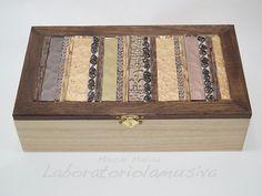 Portagioie in legno con mosaico marrone. Wood box with brown mosaic