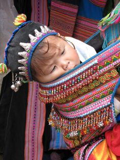 Traditional Babywearing in Vietnam (Hmong)