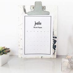 Já viram essa boniteza lá no blog? É só imprimir! #coisasdathais #printable #june #calendario #calendar #junho #diy #minimal #2016 #vscocam #instadaily #picoftheday #ideas #ideias #decor #homeoffice