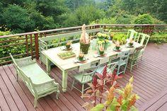 stilvolle dekoideen essen auf der veranda in seladongrün