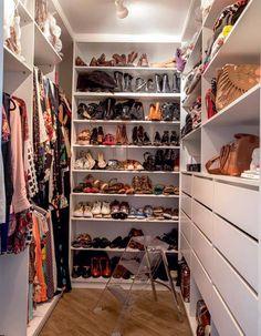 Opções de closet pequeno.