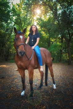 Kiera's 2016 senior portrait session at the Double B Ranch in Wylie, Tx High School Double B, Senior Year, Senior Portraits, Ranch, High School, Animals, Guest Ranch, Animales, Animaux