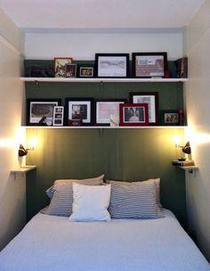 dormitorio angosto, mesas de luz con estantes
