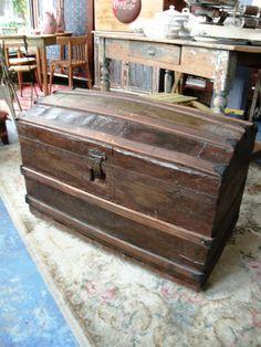 Arcon Antiguo. Encontrara valor en www.unviejoalmacen.com.ar