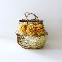 Medium basket Thai yellow curry and Golden sequins tassels