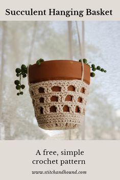 The pattern for this plant hanging basket is so simple and easy. This is the perfect boho pattern for summer. Crochet Diy, Crochet Home Decor, Crochet Gifts, Crochet Basket Pattern, Easy Crochet Patterns, Crochet Plant Hanger, Confection Au Crochet, Crochet Wall Hangings, Single Crochet Stitch