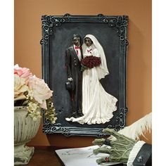 Halloween Decorating Zombie Bride And Groom Wall Plaque Decor