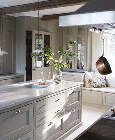 Cosy Kitchen, Home Decor Kitchen, Kitchen Interior, Beautiful Kitchen Designs, Beautiful Kitchens, Dining Room Inspiration, Home Decor Inspiration, Grey Kitchens, Home Kitchens