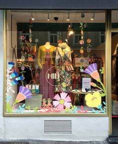 Spring window painting by Maria Over for MILK Munich Spring Window Display, Window Display Design, Store Window Displays, Kids Calendar, Calendar Design, Advent Calendar, Pet Store Display, Store Front Windows, Retail Windows
