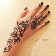 Image in Henna ❤❤ collection by Princess on We Heart It Cute Henna Designs, Henna Tattoo Designs Simple, Finger Henna Designs, Mehndi Designs For Beginners, Mehndi Designs For Fingers, Mehndi Art Designs, Beautiful Henna Designs, Latest Mehndi Designs, Arabic Henna Designs