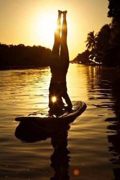 Headstand....check! Paddleboarding....check! Headstand paddleboarding..uh..bucket list!